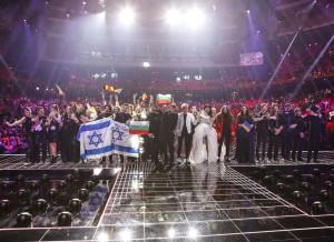 10 nye finalister på scenen - foto: Thomas Hanses / EBU